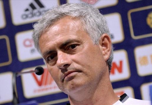 Trận Man United quyết đấu Man City lại bị hủy vì thời tiết
